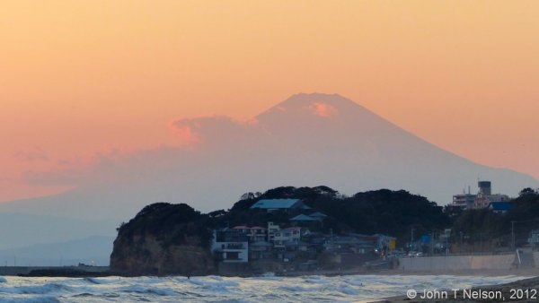 Sunset behind Fujisan